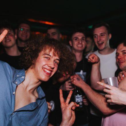 Saunieren statt Studieren x ÖH WU | Semesteropening