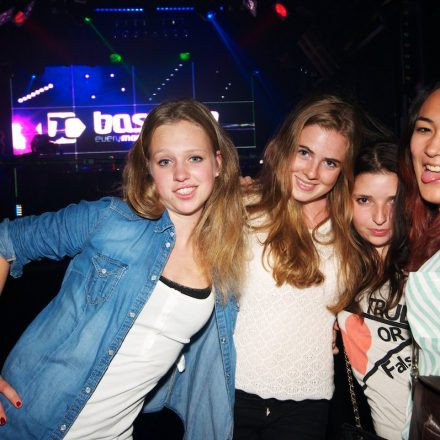 Bassclub ft. Mizgebonez LIVE @ FLEX