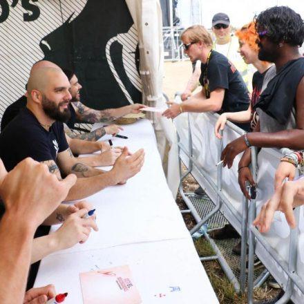 Nova Rock Day 4 [Focus: Autogrammzelt]