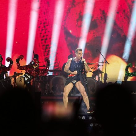 Robbie Williams - The Heavy Entertainment Show @ Happelstadion Wien