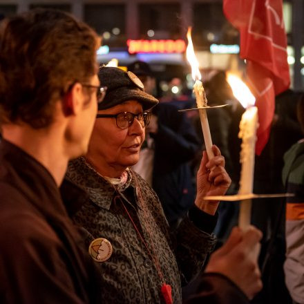 Fackelzug Demonstration: Schluss mit Rassismus! @ Opernring